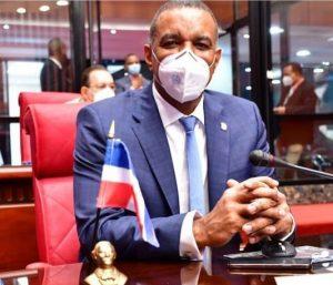 Senador Gómez somete proyecto para favorecer dominicanos ultramar que llevan regalos este verano a RD
