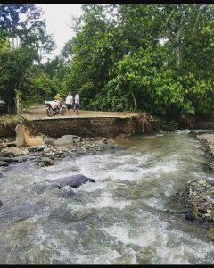 Residentes de Arroyo Toro afectados por lluvias piden intervención del gobierno por destrucción de vías