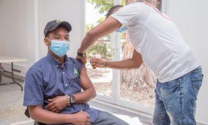 El Consorcio Azucarero Central vacuna masivamente a empleados contra COVID-19