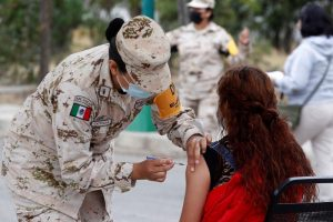 México estrena las vacunas de EEUU en Baja California para abrir la frontera
