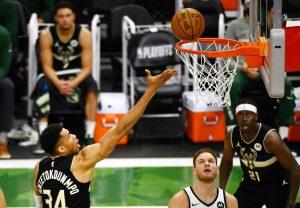 Middleton y Giannis acaban con los Nets y obligan a un juego de vida o muerte en los playoffs