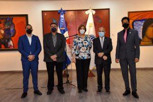 """Ministerio de Cultura inaugura exhibición """"Momentos estelares de la Bienal"""""""