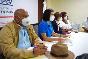 Primera dama participa de mesa de trabajo con líderes comunitarios de Monte Plata