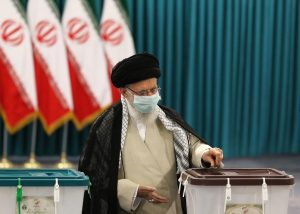 Irán elige nuevo presidente con casi una única opción: el conservador Raisí