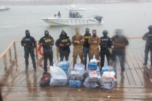 Buque francés y autoridades dominicanas interceptan lancha con 488 paquetes presumiblemente cocaína
