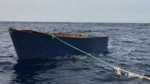 La Armada dominicana busca a varias personas tras naufragar una embarcación