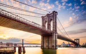 Construyen carriles protegidos para ciclistas en el Puente de Brooklyn