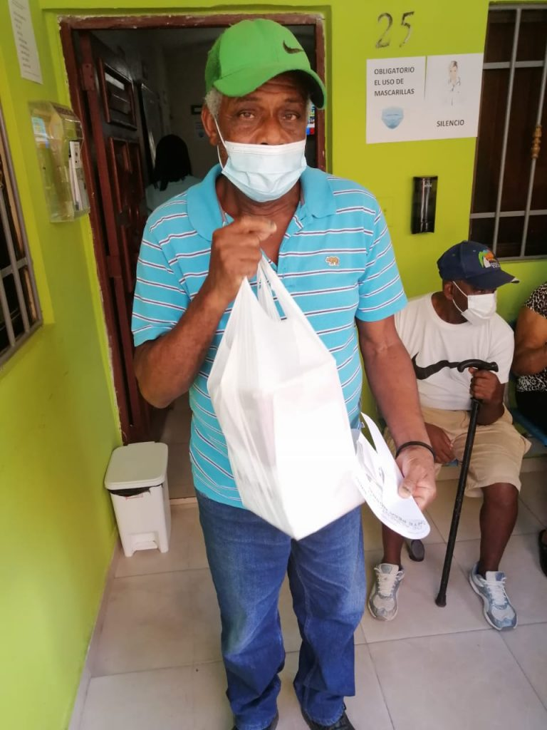 Fundación Dominicana de Desarrollo Humano Sostenible y Senasa asisten envejecientes