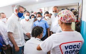 Abinader supervisa avances de la Circunvalación de Baní y promueve vacunación anticovid