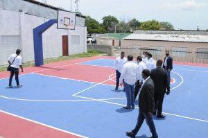 Ministro de Deportes visita instalaciones deportivas en Elías Piña; incentiva jornada de vacunación