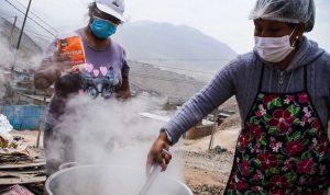 Unas 240.000 personas sobreviven en ollas comunes en Lima