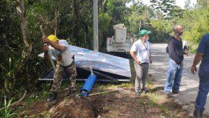 (VIDEO) Medio Ambiente desmonta letreros a la entrada principal de Jarabacoa