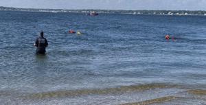 Autoridades en Rhode Island intentan rescatar una menor de origen dominicano que fue arrastrada por una ola