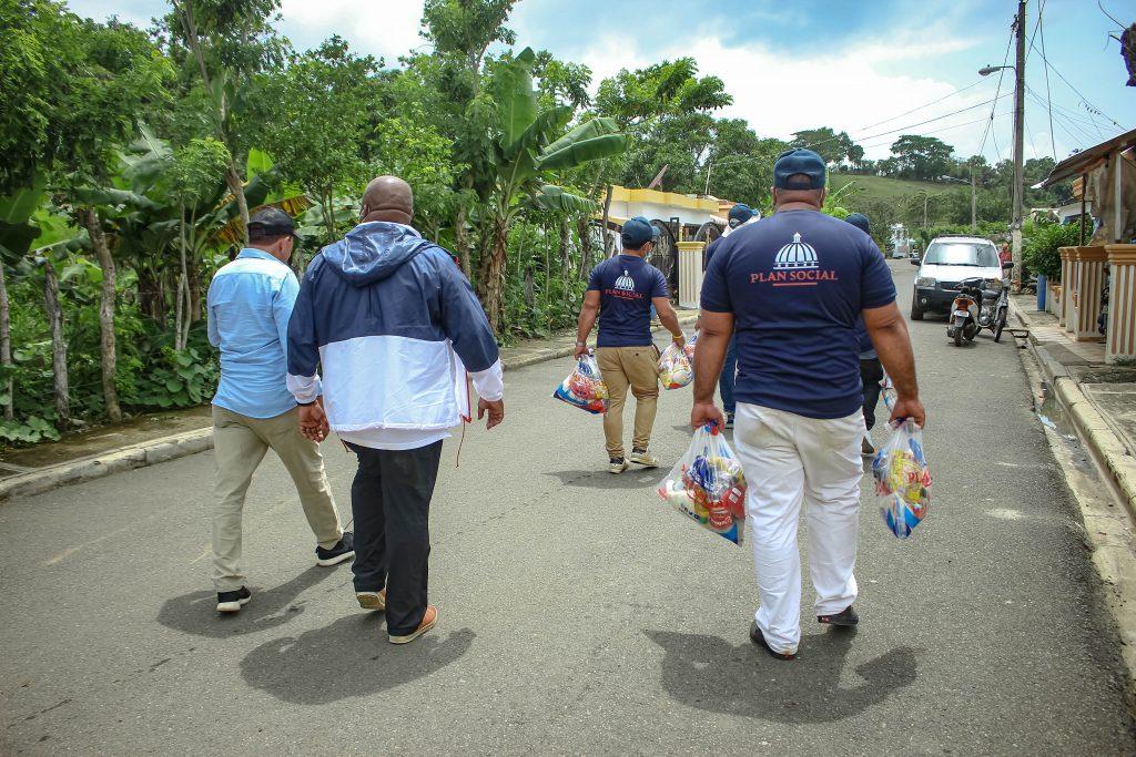 Casa por Casa llega a familias de Pedernales, Sánchez Ramírez y El Seibo