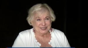 (VIDEO) Anciana fue por US$20 dólares al cajero y encontró casi mil millones