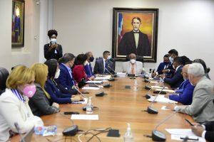 Comisión especial de diputados analiza con Obras Públicas creación Ministerio de Vivienda