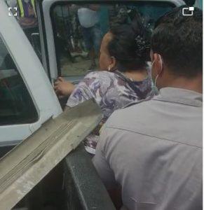 """(VIDEO) Muere niño de 11 años tras supuestamente recibir """"pela"""" de su madrastra; PN la apresa"""