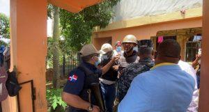 (VIDEO) Se entrega supuesto implicado en muerte de oficial policial y su esposa en El Seibo