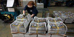 Largas colas en Hong Kong para adquirir la última edición de Apple Daily