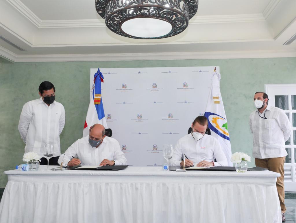 Index e Infotep firman acuerdo para capacitación a favor de la diáspora dominicana