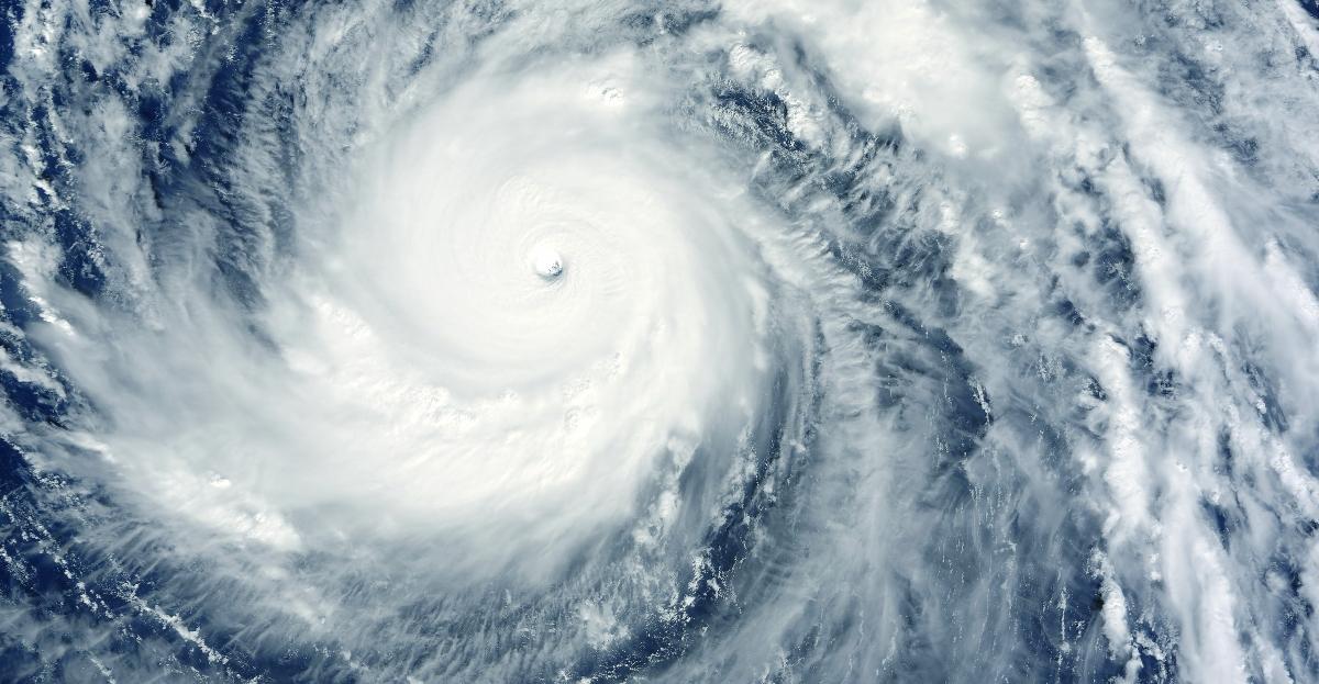 Huracán Felicia se mantiene en categoría 4 y sigue lejos de costas mexicanas