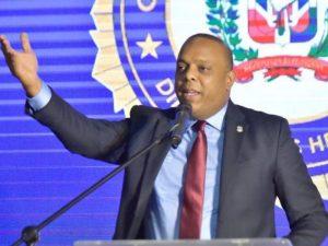 Diputado considera alcalde Jiménez debería dejarse ayudar ante cúmulo de basura
