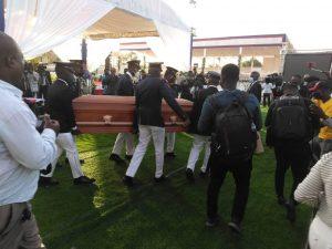 Reportan tiroteo durante funeral de Jovenel Moïse; manifestaciones continúan en Haití