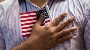Trabajadores esenciales inmigrantes exigen una vía a la ciudadanía de EE.UU.
