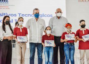 Minerd distribuye casi 29 mil dispositivos tecnológicos a estudiantes en Cotuí
