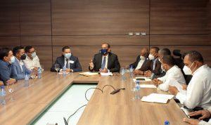 Ministro de Obras Públicas y alcaldes de Azua acuerdan construir aceras, contenes y calles