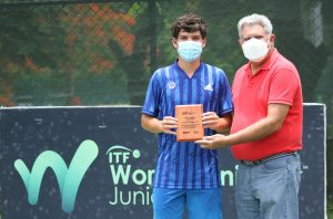 Tenistas Juan Carlos Prado y Elise Wagle se coronan campeones de Copa Mango