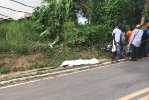 Hombre muere al chocar motocicleta con árbol cuando aprendía a conducir