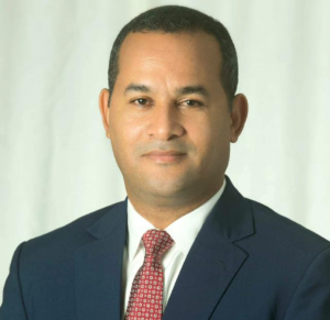 Candidato a la presidencia del PRM en SDE felicita a los padres