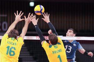 Brasil vence a Argentina en un reñido partido de voleibol masculino en Tokio