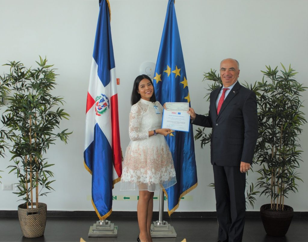GANADORA CAT. PROFESIONAL - Karen Josefina Vásquez Fernández (Periódico El Día) BAJA RES