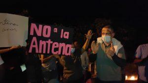 (VIDEO) Moradores de Villa España, SPM, protestan por instalación de antena