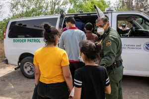Biden reanuda las deportaciones rápidas con primeros vuelos a Centroamérica