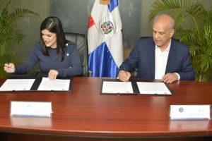 IAD y ProDominicana firman acuerdo beneficiará asentamientos campesinos