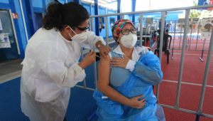 Guatemala supera los 2 millones de dosis de vacunas puestas a cuenta gotas