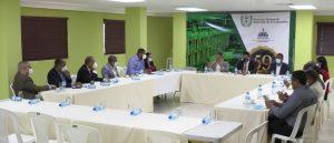 Contrataciones Públicas orienta a DGDCsobre uso transparente de recursos del Estado