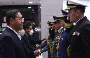 El presidente de Bolivia toma juramento al nuevo comandante del Ejército