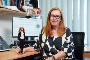 Barbie dedica una muñeca a Sarah Gilbert, creadora de la vacuna AstraZeneca