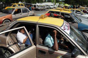 Conatra califica de irresponsable decisión incremetar cantidad de pasajeros en carros públicos