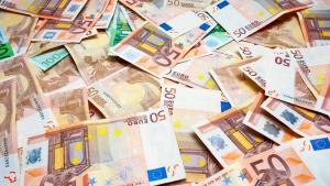 ¡Rica por un momento! Anciana gana $500 mil euros pero vendedor le roba boleto y huye en motor