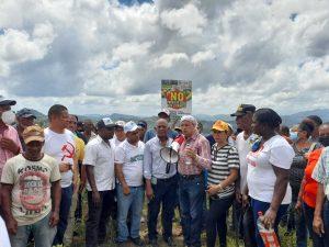 Manifestantes destacan Barrick Gold retiró equipos que usaría para perforar zona de Monte Plata