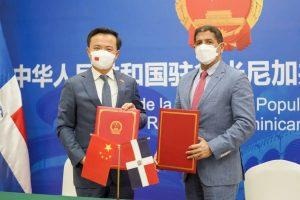 China dona a RD cien mil dólares para enfrentar Peste Porcina Africana