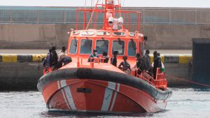 Rescatan a cerca de 200 inmigrantes en aguas cercanas a Canarias