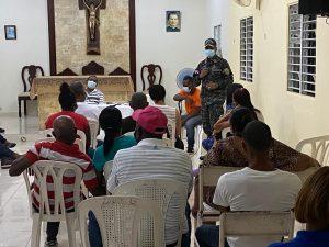 Coronel Marrero Castillo presenta patrullas policiales a comunitarios en SPM