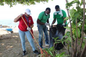 Dirección General de Pasaportes realiza jornada de limpieza en Playa Güibia
