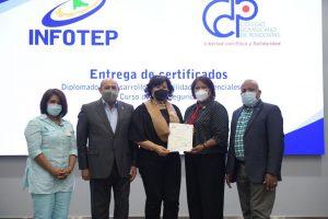 INFOTEP y CDP entregan certificados en Ciberseguridad y Habilidades Gerenciales a 38 periodistas